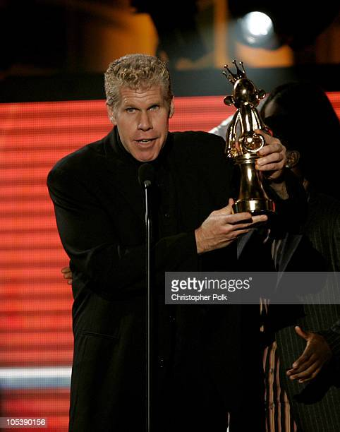 Ron Perlman accepts the award for Best First Person Action Game for Halo 2
