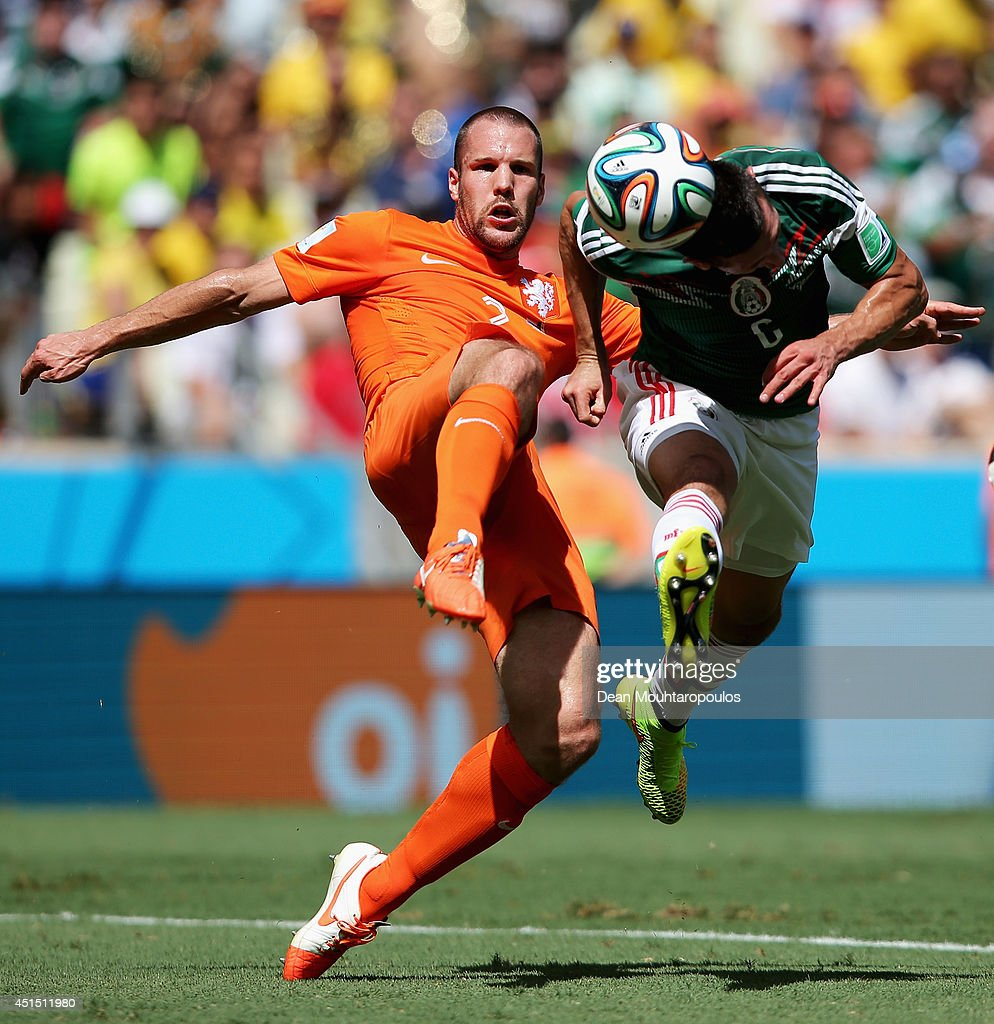 <a gi-track='captionPersonalityLinkClicked' href=/galleries/search?phrase=Ron+Vlaar&family=editorial&specificpeople=605352 ng-click='$event.stopPropagation()'>Ron Vlaar</a> of the Netherlands and Hector Herrera of Mexico compete for the ball during the 2014 FIFA World Cup Brazil Round of 16 match between Netherlands and Mexico at Castelao on June 29, 2014 in Fortaleza, Brazil.