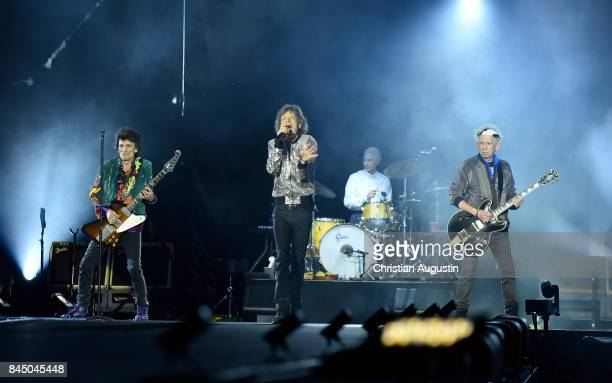 Ron Wood Charlie Watts Mick Jagger and Keith Richards of The Rolling Stones perform during the opening night of their European Tour 'No filter' at...
