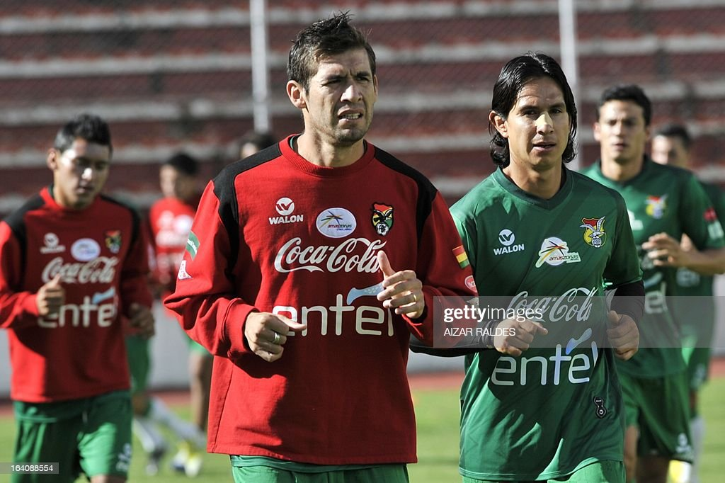 Ronald Garcia (L) and Marvin Bejarano, take part in a training session of the Bolivian national football team in La Paz on March 19, 2013. Bolivia will face Colombia on march 22 and Argentina on march 26 in matches of the Brazil 2014 FIFA World Cup South American qualifier.
