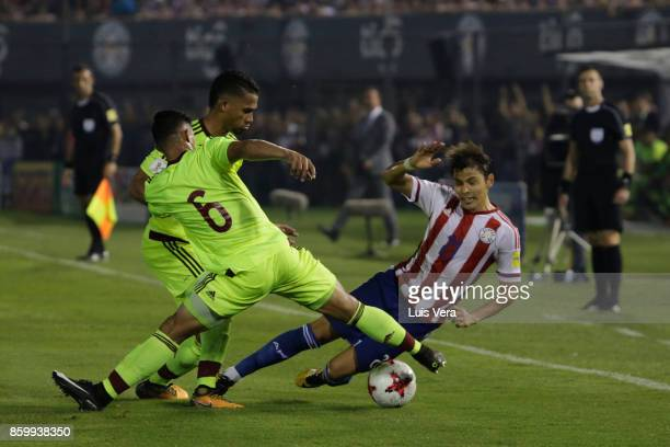 Ronald Hernandez of Venezuela fights for the ball with Oscar Romero of Paraguay during a match between Paraguay and Venezuela as part of FIFA 2018...