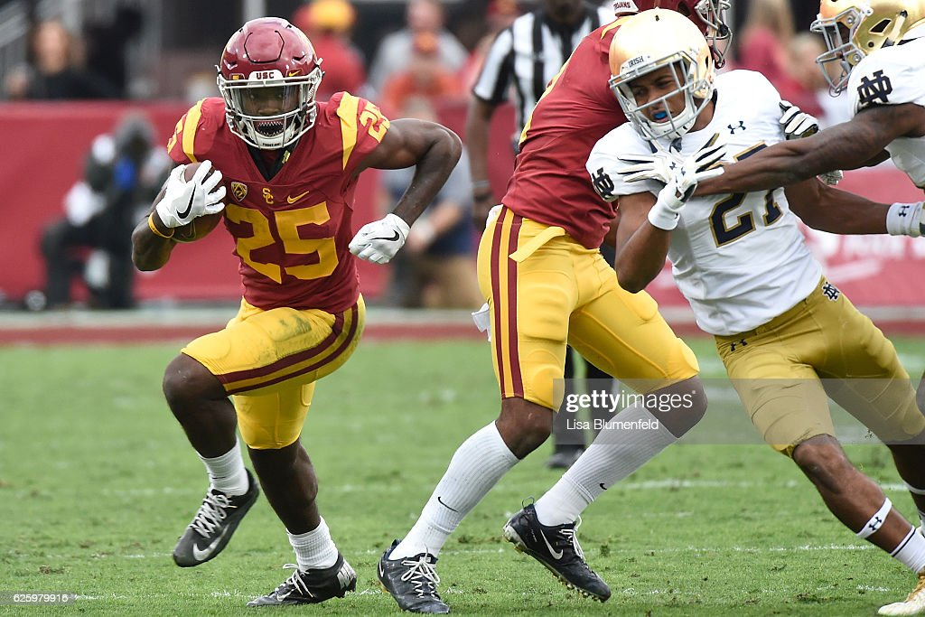 Ronald Jones II #25 of the USC Trojans carries the ball to score a touchdown in the first quarter against the Notre Dame Fighting Irish at Los Angeles Memorial Coliseum on November 26, 2016 in Los Angeles, California.