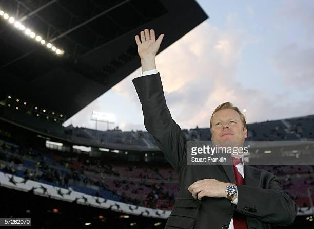 Ronald Koeman coach of Benfica gestures before UEFA Champions League Quarter Final second leg match between Barcelona and SL Benfica on April 5 2006...
