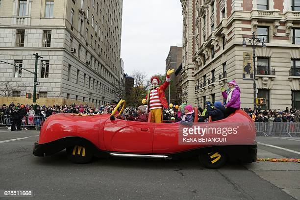Ronald MacDonald takes part during the 90th annual Macy's Thanksgiving Day Parade on November 24 2016 in New York / AFP / KENA BETANCUR