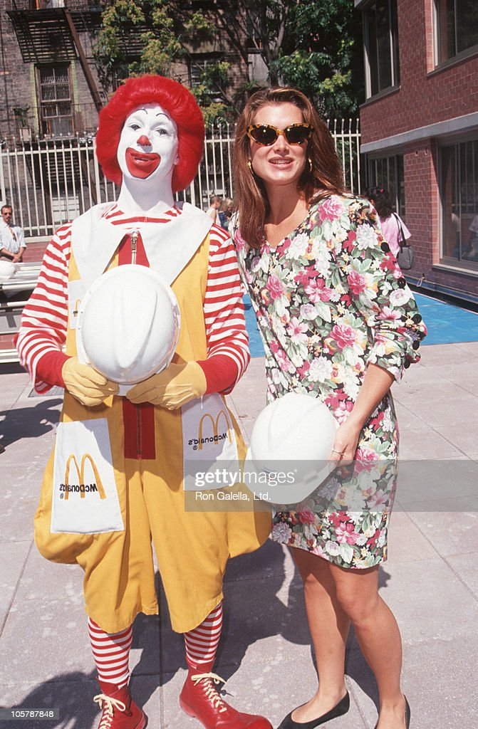 Ronald McDonald and <a gi-track='captionPersonalityLinkClicked' href=/galleries/search?phrase=Brooke+Shields&family=editorial&specificpeople=202197 ng-click='$event.stopPropagation()'>Brooke Shields</a> during Helping Hands Event at Ronald McDonald House - July 22, 1992 at Ronald McDonald House in New York City, New York, United States.