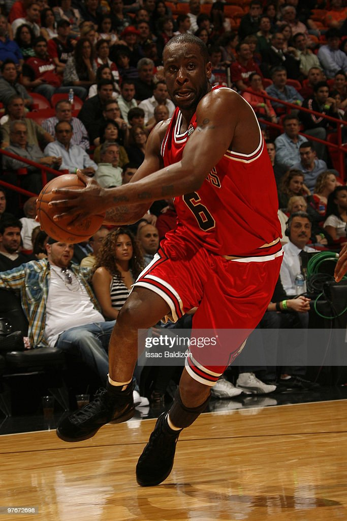 Ronald Murray #6 of the Chicago Bulls drives against the Miami Heat on March 12, 2010 at American Airlines Arena in Miami, Florida.