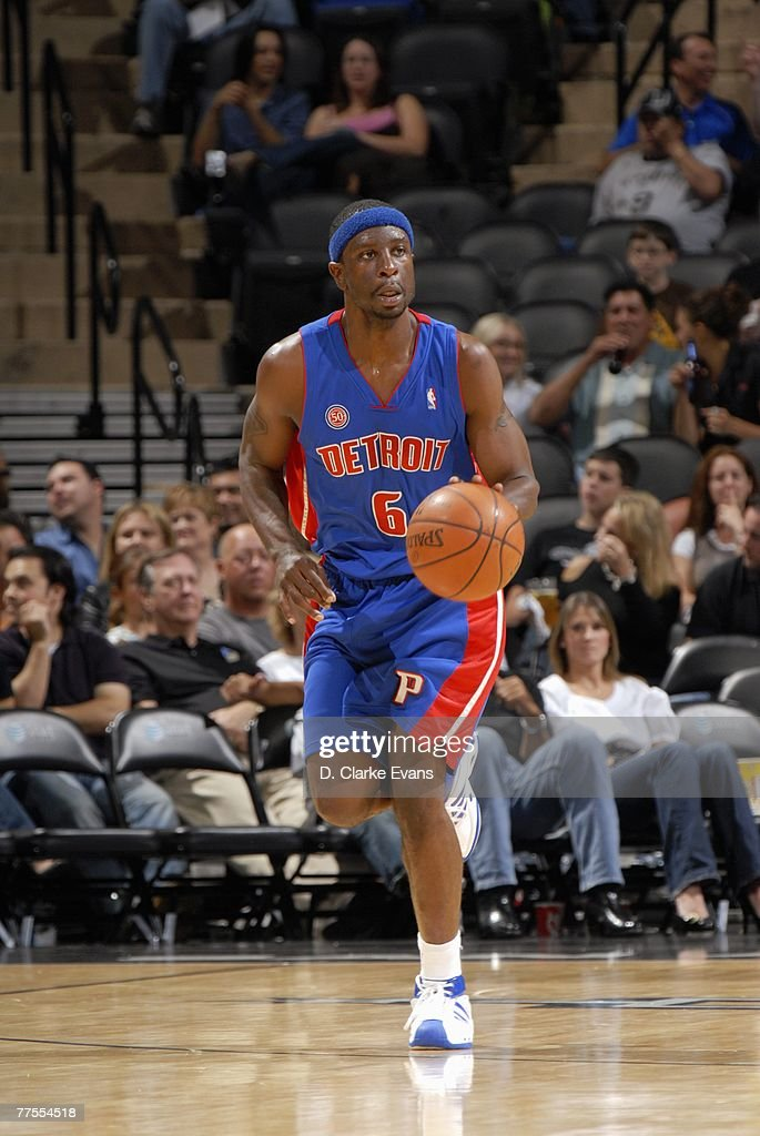 Ronald Murray #6 of the Detroit Pistons moves the ball up court during a preseason game against the San Antonio Spurs at AT&T Center on October 20, 2007 in San Antonio, Texas. The Spurs won 104-80.