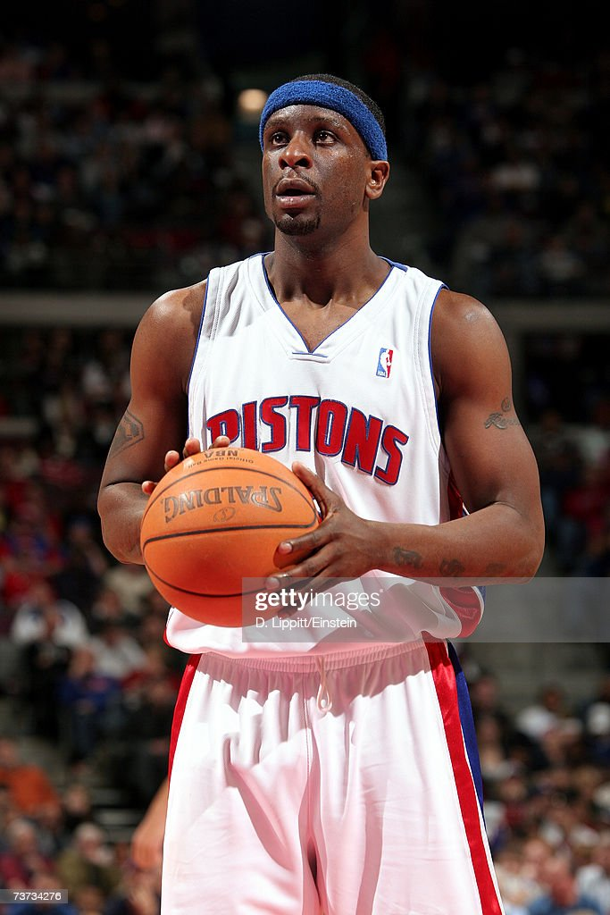 Ronald Murray #6 of the Detroit Pistons prepares to shoot during the game against the Dallas Mavericks at The Palace of Auburn Hills on March 18, 2007 in Auburn Hills, Michigan. The Mavericks won 92-88.