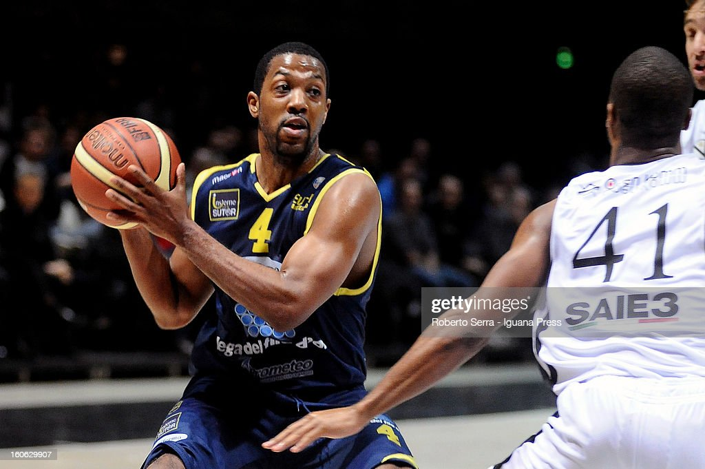 Ronald Steele of Sutor competes with Kenneth Hasbrouck of SAIE3 during the LegaBasket Serie A match between Virtus Bologna SAIE3 and Sutor Montegranaro at Unipol Arena on February 3, 2013 in Bologna, Italy.