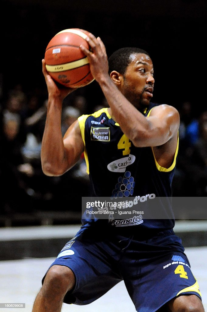 Ronald Steele of Sutor in action during the LegaBasket Serie A match between Virtus Bologna SAIE3 and Sutor Montegranaro at Unipol Arena on February 3, 2013 in Bologna, Italy.