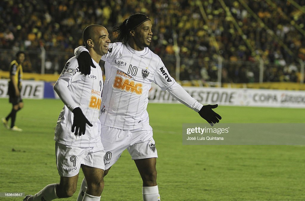 <a gi-track='captionPersonalityLinkClicked' href=/galleries/search?phrase=Ronaldinho&family=editorial&specificpeople=202667 ng-click='$event.stopPropagation()'>Ronaldinho</a> of Atletico Mineiro celebrates a goal during a match between The Strongest and Atletico Mineiro as part of the Copa Bridgestone Libertadores 2013 at the Hernando Siles Stadium on March 13, 2013 in La Paz, Bolivia.