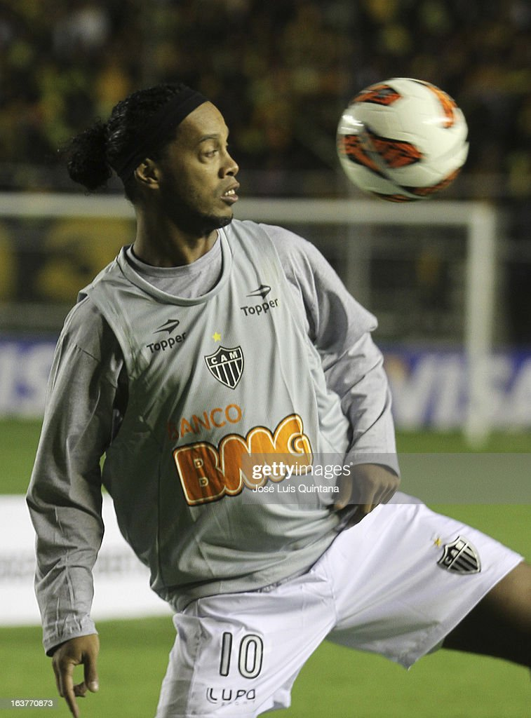 <a gi-track='captionPersonalityLinkClicked' href=/galleries/search?phrase=Ronaldinho&family=editorial&specificpeople=202667 ng-click='$event.stopPropagation()'>Ronaldinho</a> of Atletico Mineiro in action during a match between The Strongest and Atletico Mineiro as part of the Copa Bridgestone Libertadores 2013 at the Hernando Siles Stadium on March 13, 2013 in La Paz, Bolivia.