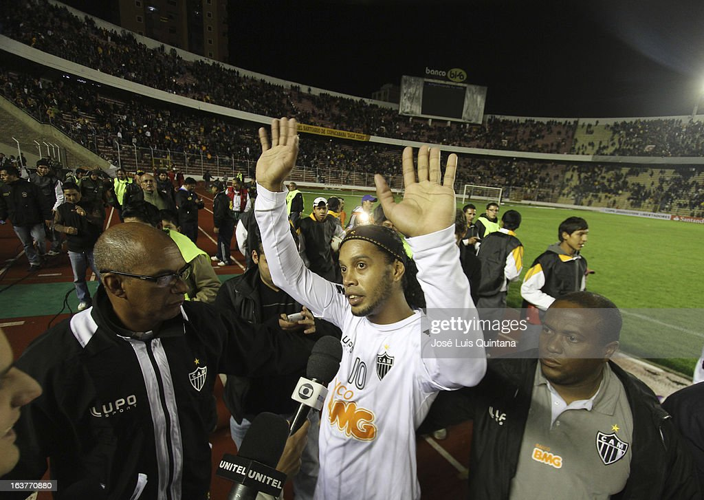 <a gi-track='captionPersonalityLinkClicked' href=/galleries/search?phrase=Ronaldinho&family=editorial&specificpeople=202667 ng-click='$event.stopPropagation()'>Ronaldinho</a> of Atletico Mineiro leaves the field after a match between The Strongest and Atletico Mineiro as part of the Copa Bridgestone Libertadores 2013 at the Hernando Siles Stadium on March 13, 2013 in La Paz, Bolivia.