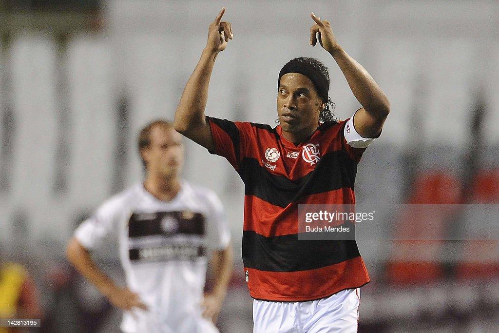 Flamengo v Lanus - Copa Libertadores 2012