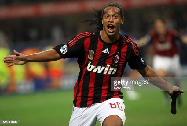 Ronaldinho of Milan celebrates after scoring the winning goal during the Serie A match between AC Milan and Inter Milan at the Stadio Giuseppe Meazza...