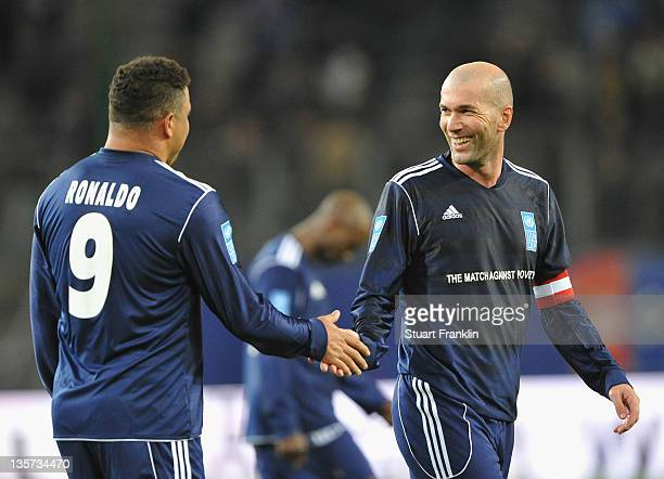 Ronaldo and Zinedine Zidane of the friens team clap hands during the charity Match Against Poverty between HSV Allstars v Ronaldo Zidane Friends at...