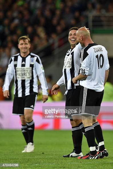 Ronaldo celebrates a goal with Zinedine Zidane during the UEFA Match Against Poverty at Stade GeoffroyGuichard on April 20 2015 in SaintEtienne France