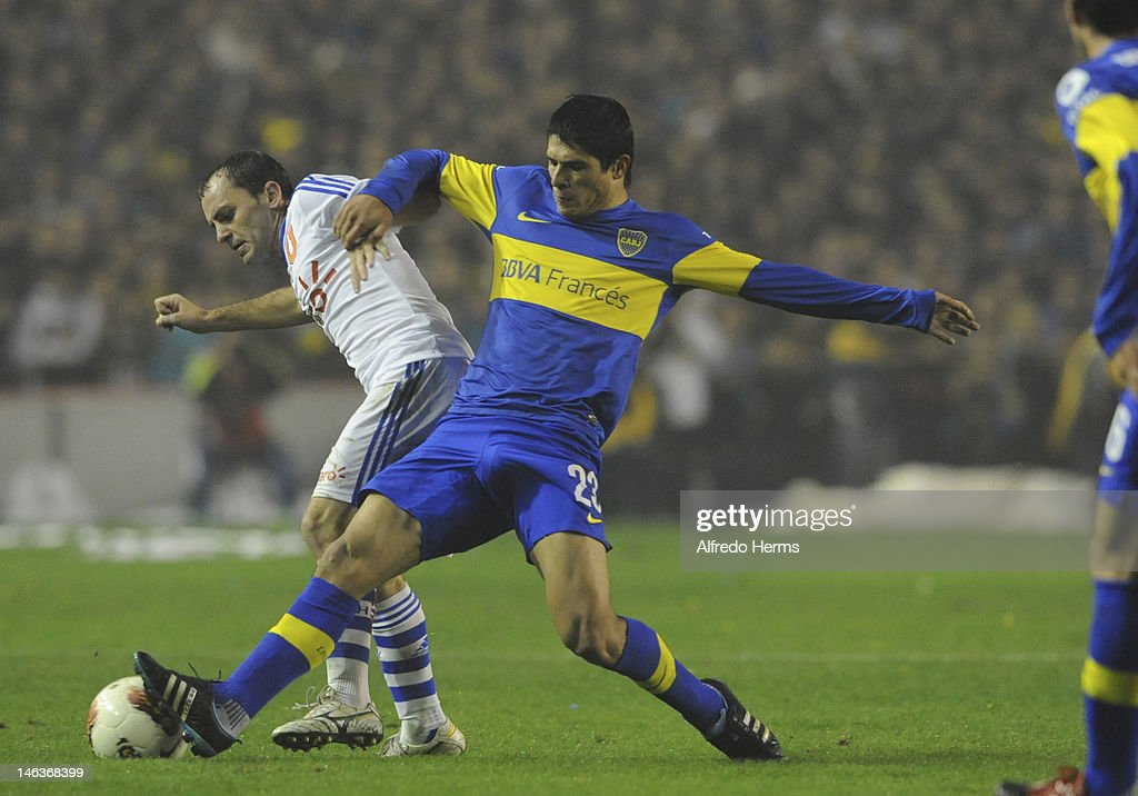 Roncaglia, of Boca Juniors, fights for the ball with a player of Universidad de Chile, during the first leg of the Copa Libertadores 2012 semi-finals between Boca Jrs and Universidad de Chile at Bombonera Stadium on June 14, 2012 in Buenos Aires, Argentina.