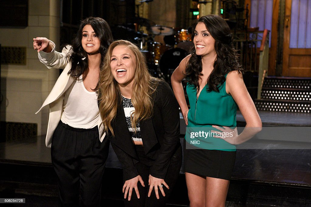 LIVE -- 'Ronda Rousey' Episode 1694 -- Pictured: (l-r) Singer Selena Gomez, mixed martial artist Ronda Rousey, and Cecily Strong on January 21, 2016 --