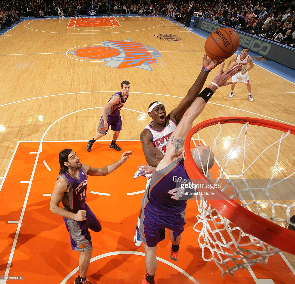 <a gi-track='captionPersonalityLinkClicked' href=/galleries/search?phrase=Ronnie+Brewer&family=editorial&specificpeople=710867 ng-click='$event.stopPropagation()'>Ronnie Brewer</a> #11 of the New York Knicks shoots against <a gi-track='captionPersonalityLinkClicked' href=/galleries/search?phrase=Marcin+Gortat&family=editorial&specificpeople=589986 ng-click='$event.stopPropagation()'>Marcin Gortat</a> #4 of the Phoenix Suns the on December 2, 2012 at Madison Square Garden in New York City.