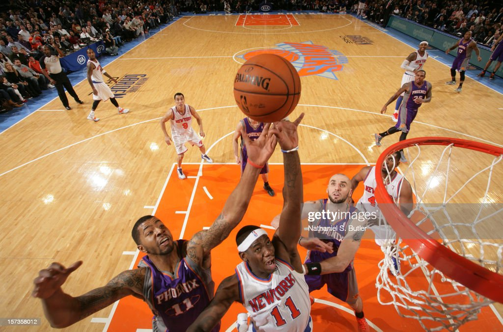 <a gi-track='captionPersonalityLinkClicked' href=/galleries/search?phrase=Ronnie+Brewer&family=editorial&specificpeople=710867 ng-click='$event.stopPropagation()'>Ronnie Brewer</a> #11 of the New York Knicks shoots against <a gi-track='captionPersonalityLinkClicked' href=/galleries/search?phrase=Markieff+Morris&family=editorial&specificpeople=5293881 ng-click='$event.stopPropagation()'>Markieff Morris</a> #11 of the Phoenix Suns the on December 2, 2012 at Madison Square Garden in New York City.