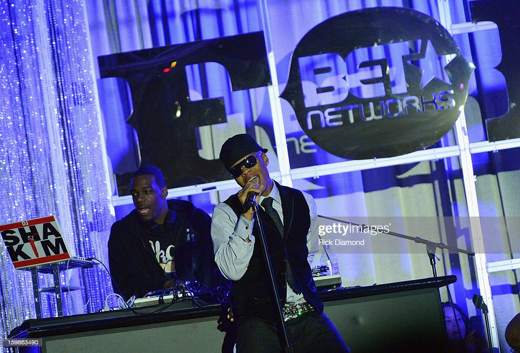 <a gi-track='captionPersonalityLinkClicked' href=/galleries/search?phrase=Ronnie+DeVoe&family=editorial&specificpeople=623524 ng-click='$event.stopPropagation()'>Ronnie DeVoe</a> of Bell Biv DeVoe perform at the Inaugural Ball hosted by BET Networks at Smithsonian American Art Museum & National Portrait Gallery on January 21, 2013 in Washington, DC.