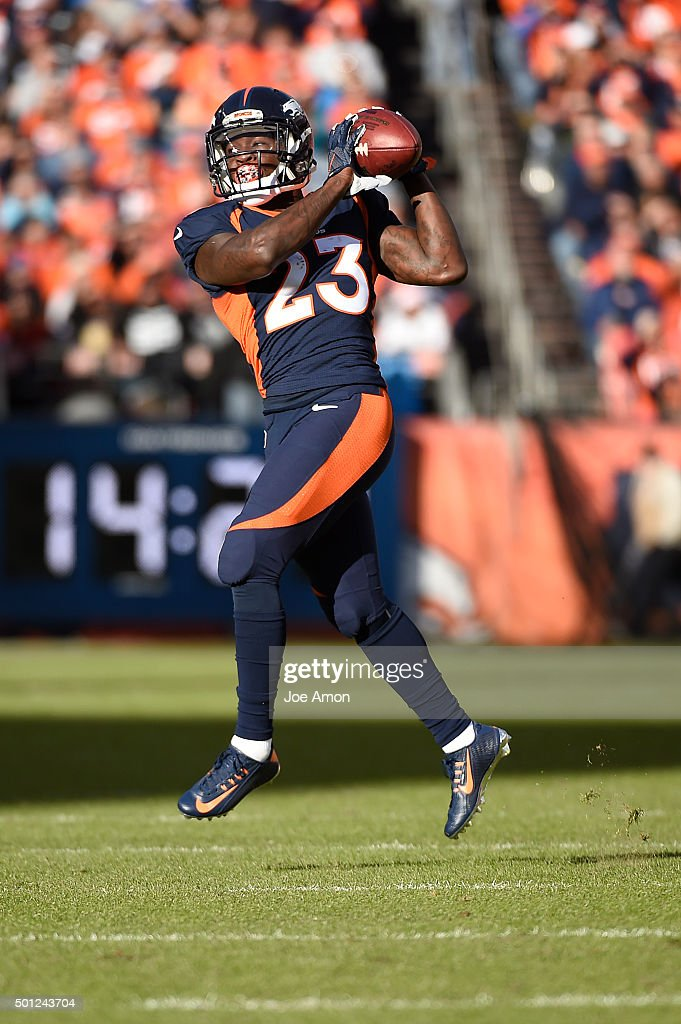 Ronnie Hillman of the Denver Broncos picks up 13 yards and a first down with a catch in the first quarter The Broncos played the Oakland Raiders at...