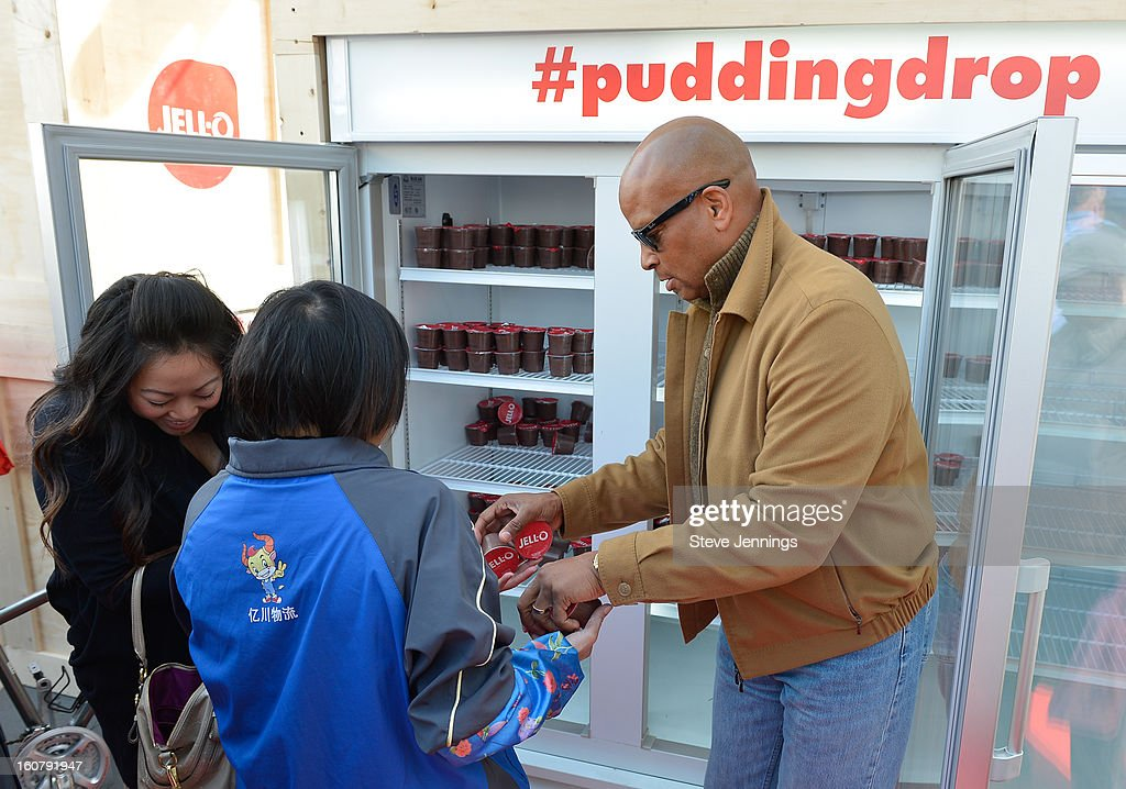 <a gi-track='captionPersonalityLinkClicked' href=/galleries/search?phrase=Ronnie+Lott&family=editorial&specificpeople=224586 ng-click='$event.stopPropagation()'>Ronnie Lott</a> hands out JELL-O pudding at the JELL-O Make The Taste of Defeat Sweet on February 5, 2013 in San Francisco, California.