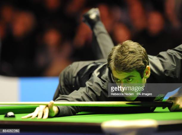 Ronnie O'Sullivan in action during the SAGA Insurance Masters at Wembley Arena London