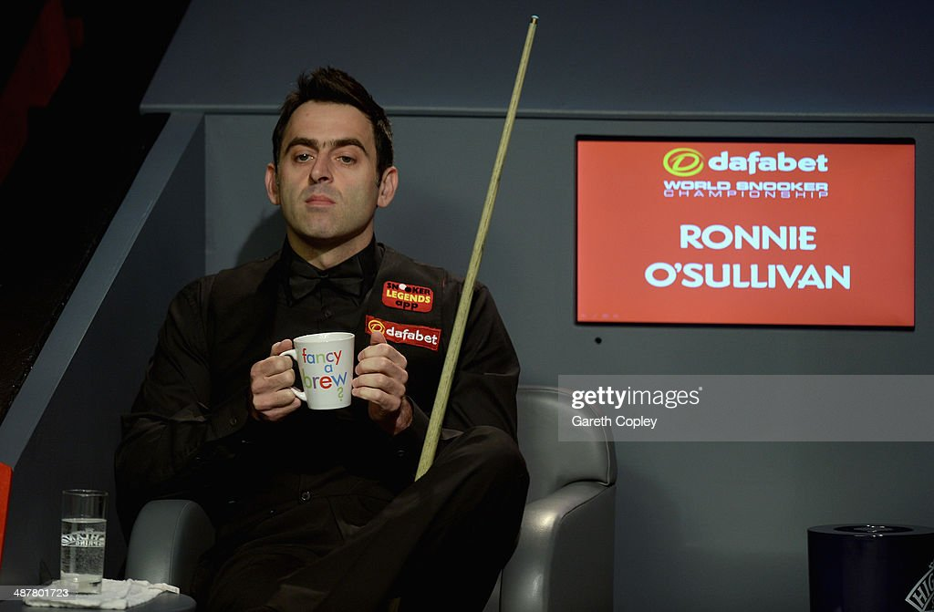 <a gi-track='captionPersonalityLinkClicked' href=/galleries/search?phrase=Ronnie+O%27Sullivan&family=editorial&specificpeople=208991 ng-click='$event.stopPropagation()'>Ronnie O'Sullivan</a> warms his hands during his semi final against Barry Hawkins in The Dafabet World Snooker Championship at Crucible Theatre on May 2, 2014 in Sheffield, England.
