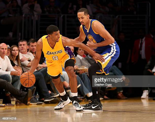 Ronnie Price the Los Angeles Lakers controls the ball against Shaun Livingston of the Golden State Warriors at Staples Center on December 23 2014 in...