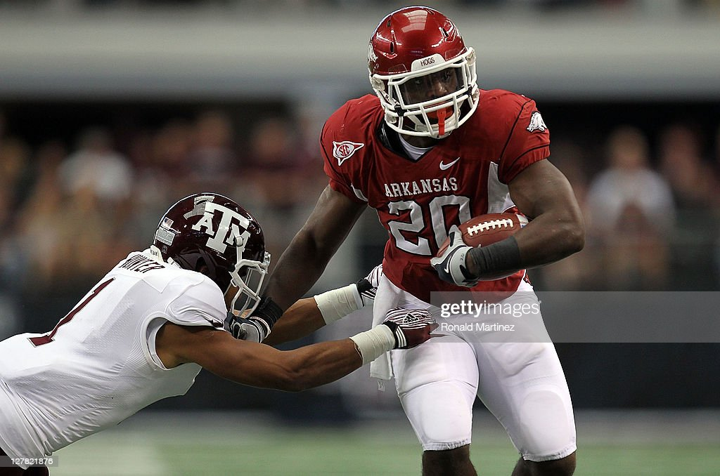 Ronnie Wingo Jr. #20 of the Arkansas Razorbacks runs against <a gi-track='captionPersonalityLinkClicked' href=/galleries/search?phrase=Trent+Hunter&family=editorial&specificpeople=202047 ng-click='$event.stopPropagation()'>Trent Hunter</a> #1 of the Texas A&M Aggies at Cowboys Stadium on October 1, 2011 in Arlington, Texas.