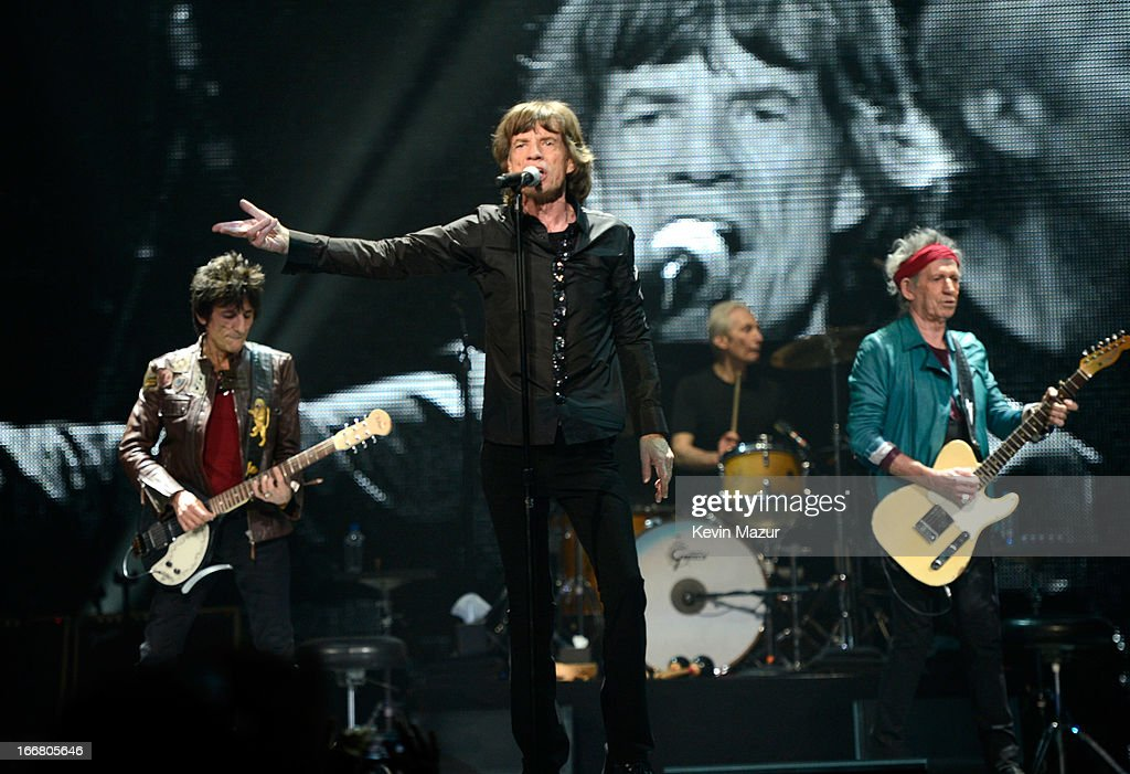 Ronnie Wood, <a gi-track='captionPersonalityLinkClicked' href=/galleries/search?phrase=Mick+Jagger&family=editorial&specificpeople=201786 ng-click='$event.stopPropagation()'>Mick Jagger</a>, <a gi-track='captionPersonalityLinkClicked' href=/galleries/search?phrase=Keith+Richards+-+Musician&family=editorial&specificpeople=202882 ng-click='$event.stopPropagation()'>Keith Richards</a> and <a gi-track='captionPersonalityLinkClicked' href=/galleries/search?phrase=Charlie+Watts&family=editorial&specificpeople=213325 ng-click='$event.stopPropagation()'>Charlie Watts</a> of The Rolling Stones perform on stage at Barclays Center of Brooklyn on December 8, 2012 in New York City.