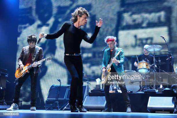 Ronnie Wood Mick Jagger Keith Richards and Charlie Watts of The Rolling Stones perform on stage at Barclays Center of Brooklyn on December 8 2012 in...