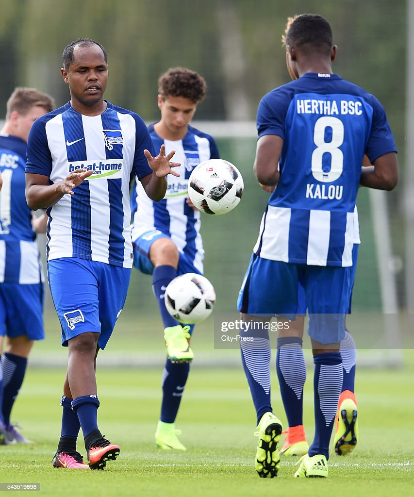 Ronny and <a gi-track='captionPersonalityLinkClicked' href=/galleries/search?phrase=Salomon+Kalou&family=editorial&specificpeople=453312 ng-click='$event.stopPropagation()'>Salomon Kalou</a> of Hertha BSC during the training on june 29, 2016 in Berlin, Germany.