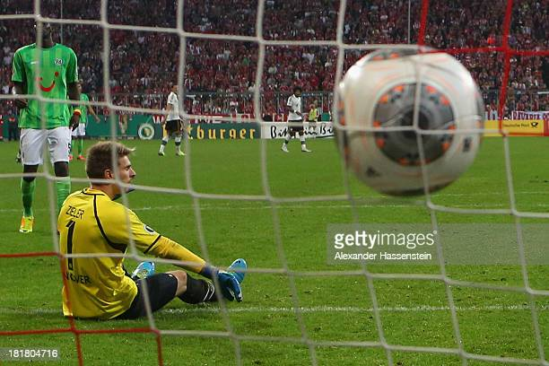 RonRobert Zieler keeper of Hannover reacts after receiving the 4rd goal during the DFB Cup match between FC Bayern Muenchen and Hannover 96 at...