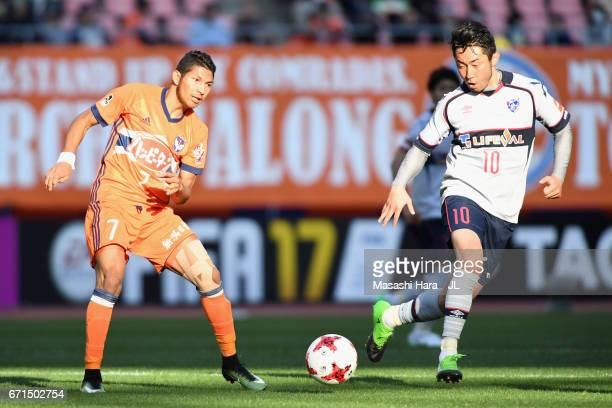 Rony of Albirex Niigata and Yohei Kajiyama of FC Tokyo compete for the ball during the JLeague J1 match between Albirex Niigata and FC Tokyo at Denka...