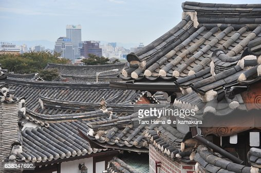 Roofing tiles of old houses in Seoul : ストックフォト