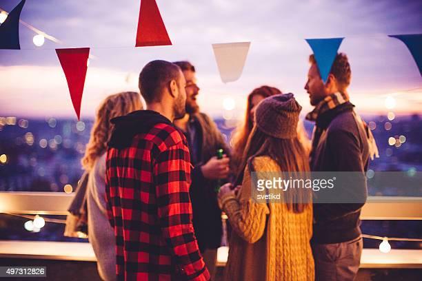 party Momente auf dem Dach.
