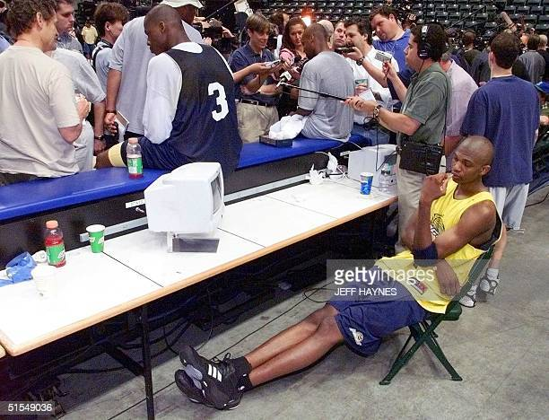 Rookie Jonathan Bender of the Indiana Pacers watches TV as his teammates are interveiwed 13 June during their practice for the NBA Finals at Conseco...