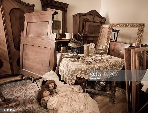 Chambre avec des meubles vintage