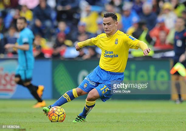 Roque Mesa of UD Las Palmas in action during the La Liga match between UD Las Palmas and FC Barcelona at Estadio Gran Canaria on February 20 2016 in...