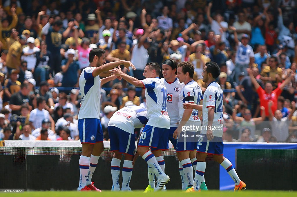 <a gi-track='captionPersonalityLinkClicked' href=/galleries/search?phrase=Roque+Santa+Cruz&family=editorial&specificpeople=224915 ng-click='$event.stopPropagation()'>Roque Santa Cruz</a> of Cruz Azul celebrates with teammates after scoring the first goal of his team during a match between Pumas UNAM and Cruz Azul as part of 16th round of Clausura 2015 Liga MX at Olimpico Universitario Stadium on May 03, 2015 in Mexico City, Mexico.