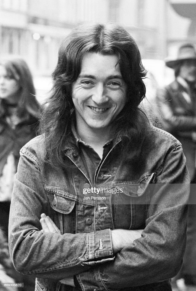 Photos en vrac - Page 40 Rory-gallagher-portrait-in-copenhagen-denmark-september-1971-picture-id659303820