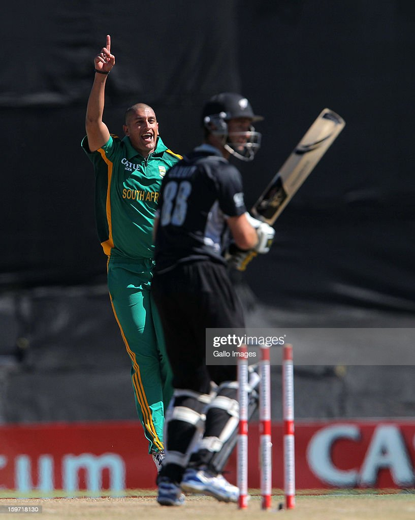 Rory Kleinveldt of South Africa appeals during the 1st One Day International match between South Africa and New Zealand at Boland Park on January 19, 2013 in Paarl, South Africa.