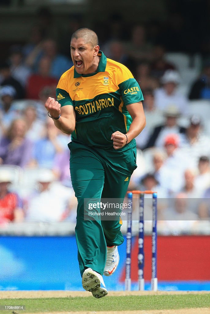 <a gi-track='captionPersonalityLinkClicked' href=/galleries/search?phrase=Rory+Kleinveldt&family=editorial&specificpeople=5434578 ng-click='$event.stopPropagation()'>Rory Kleinveldt</a> of South Africa celebrates taking the wicket of Ian Bellduring the ICC Champions Trophy Semi Final match between England and South Africa at The Oval on June 19, 2013 in London, England.