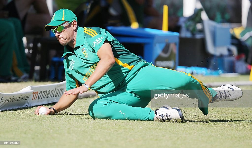 Rory Kleinveldt of South Africa fields the ball during the ODI match between South Africa and Pakistan at Sahara Stadium Kingsmead on March 21, 2013 in Durban, South Africa. PHOTO / Stringer