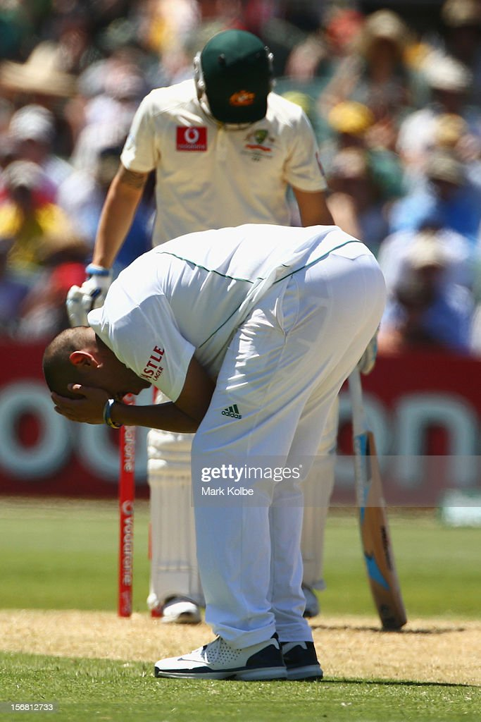 Rory Kleinveldt of South Africa shows his frustration after a missed chance during day one of the 2nd Test match between Australia and South Africa at Adelaide Oval on November 22, 2012 in Adelaide, Australia.