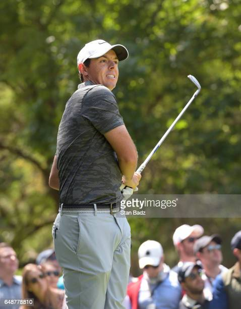Rory McIlroy Northern Ireland watches his tee shot on the seventh hole during the final round of the World Golf ChampionshipsMexico Championship at...