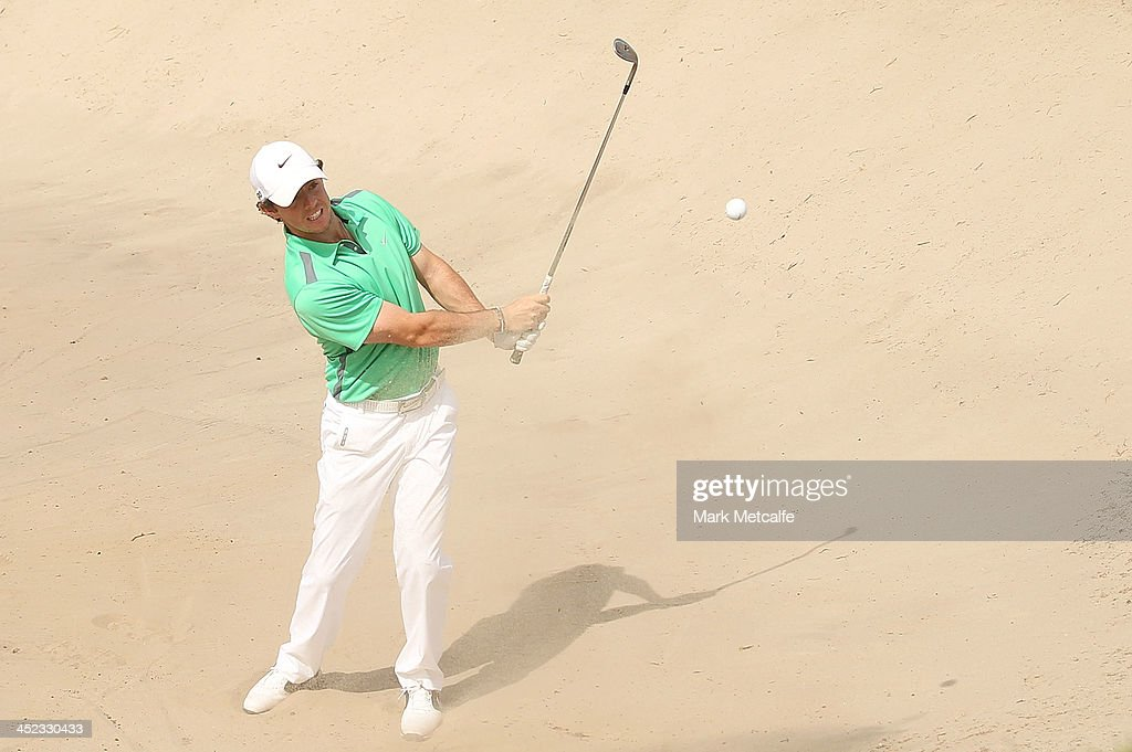 <a gi-track='captionPersonalityLinkClicked' href=/galleries/search?phrase=Rory+McIlroy&family=editorial&specificpeople=783109 ng-click='$event.stopPropagation()'>Rory McIlroy</a> of Northern Ireland plays a bunker shot during day one of the 2013 Australian Open at Royal Sydney Golf Club on November 28, 2013 in Sydney, Australia.